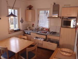 Küche/Küchenzeile in der Unterkunft Ferienwohnung Schneiter