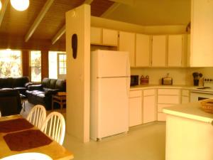 A kitchen or kitchenette at Breeze of Paradise