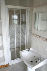 A bathroom at Fort Farmhouse Self-Catering