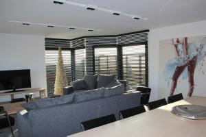 A seating area at Duplex Penthouse Plaza