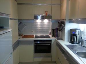 Cuisine ou kitchenette dans l'établissement Appartement aan Zee Oostende