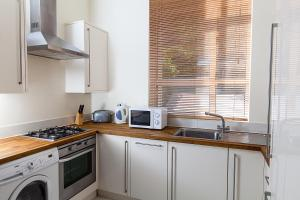 A kitchen or kitchenette at Access Euston
