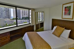 A bed or beds in a room at Marina Tower Waikiki