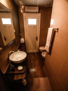 A bathroom at Apartment Diocletian Pearl