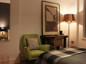 A seating area at Camden Central - Boutique Apartment