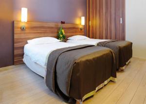 Llit o llits en una habitació de Residhome Bures La Guyonnerie