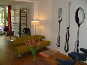 A seating area at Studio Zaagmolen, Superb stylish apartment, 65m2 with private garden, close to city centre