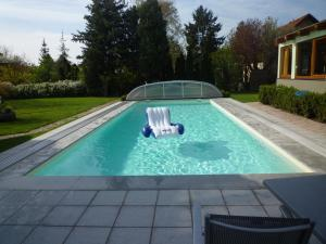 The swimming pool at or close to Gartenpension Prosl