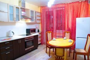 Кухня или мини-кухня в Апартаменты Зиповская 5