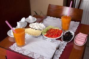 Breakfast options available to guests at Sultanahmet Suites