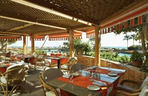 A restaurant or other place to eat at Hurghada Suites & Apartments Serviced by Marriott