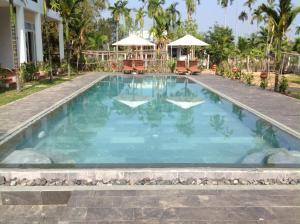 Hồ bơi trong/gần Green Areca villa