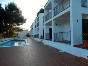 The swimming pool at or close to Alta Galdana Playa