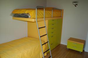 Tempat tidur susun dalam kamar di Villa Giardino Ulivo