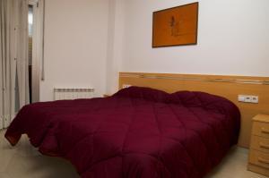 A bed or beds in a room at Apartamentos Navas 2