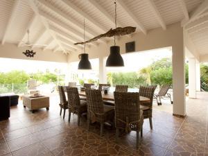 Een restaurant of ander eetgelegenheid bij Casa Calida