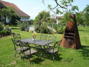 Ein Garten an der Unterkunft Ferienhaus Lenzenbauer