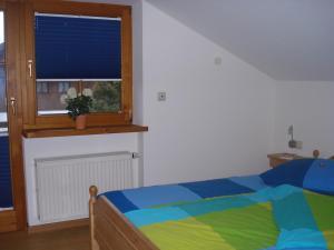 Ein Bett oder Betten in einem Zimmer der Unterkunft Landhaus Alpensee