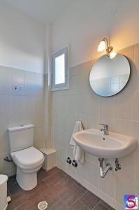 A bathroom at Soultana Rooms & Studios