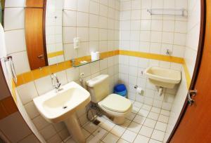A bathroom at Mansoori Apart Hotel II