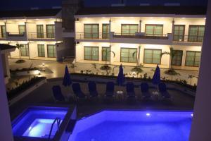 Vista de la piscina de Marena Suites & Apartments o alrededores
