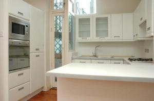 Cuisine ou kitchenette dans l'établissement Your Place in Little Venice