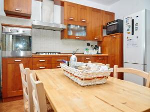 A kitchen or kitchenette at Domus Appio Claudio