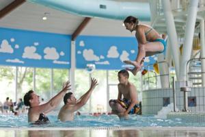Het zwembad bij of vlak bij Roompot Buitenhof Domburg