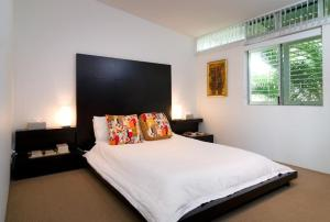 A bed or beds in a room at LakeSong At Lennox Head