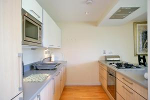 A kitchen or kitchenette at Town & Country - Burnside Drive