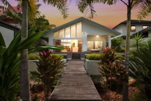 En trädgård utanför The Boat House - Luxury Holiday House