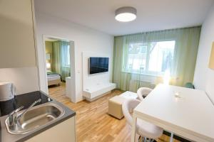 A kitchen or kitchenette at Smart Apart Living - Wien Hauptbahnhof