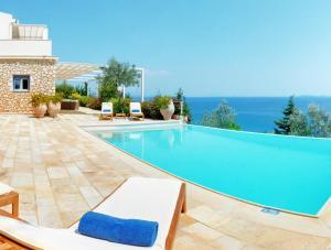 Bazen u ili blizu objekta Corfu Luxury Villas