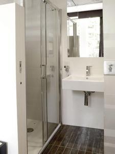 A bathroom at Space ApartHotel