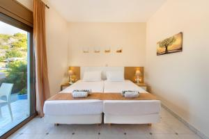 A bed or beds in a room at Renata's Villas