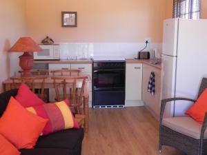 A kitchen or kitchenette at J&B Lodge