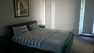 A bed or beds in a room at Sovereign Sands holiday Home