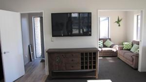 TV tai viihdekeskus majoituspaikassa A Gem of Comfort 2