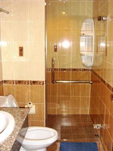 A bathroom at Eight Ville