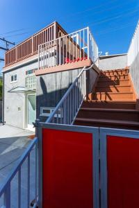 A balcony or terrace at Beverly Hills Modern Guesthouse