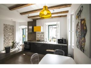 A kitchen or kitchenette at Apartment Diocletian Pearl