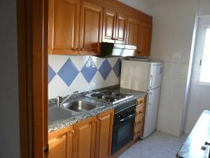 Una cocina o zona de cocina en Apartamentos Beni-Beach