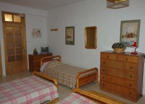 A bed or beds in a room at Elati Apartments