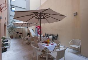 A restaurant or other place to eat at Efplias Hotel Apartments