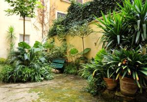 Jardín al aire libre en Residenza Pomponio