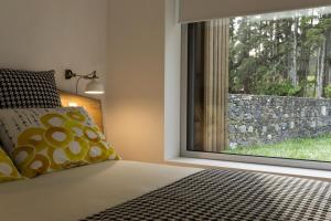 A bed or beds in a room at Sete Cidades Lake Lodge