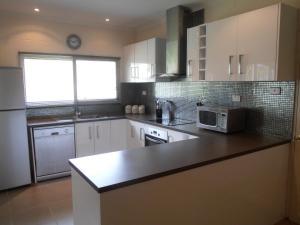 A kitchen or kitchenette at Jambala Beach House
