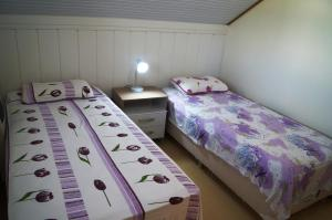 A bed or beds in a room at Residencial Solar da Serra