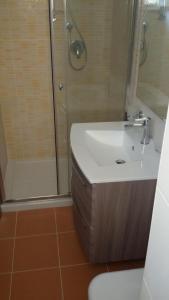 A bathroom at Appartamento Valle dei Templi