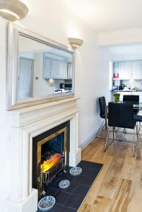 A kitchen or kitchenette at Rathmines Apartment 2